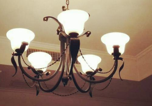 【美天棋牌】开灯睡觉会长斑吗 一开灯蚊子就没了