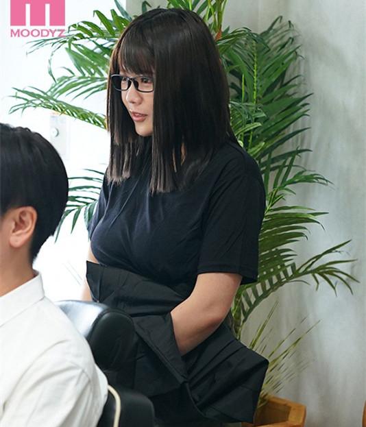 """【美天棋牌】MIMK-089 :理发厅I罩杯师傅""""佐知子""""洗加剪还有""""吹""""还可以中出。"""