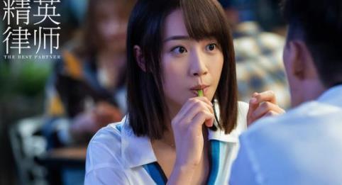 【美天棋牌】蓝盈莹《精英律师》引议 职场上升期是否该为爱情辞职
