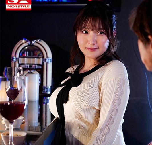 """【美天棋牌】SSIS-094 :巨乳打工人妻""""鹫尾めい(鹫尾芽衣)""""醉酒发情狂啃小鲜肉!"""