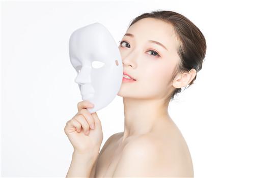 【美天棋牌】如何保养油性皮肤 用什么护肤品改善