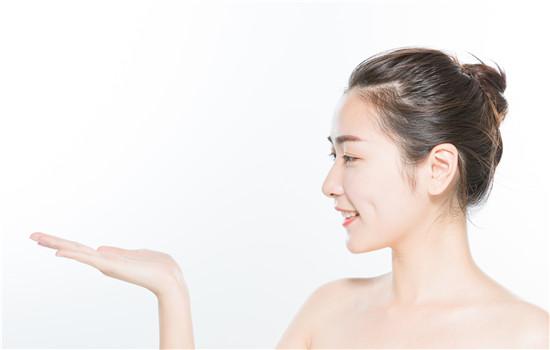 【美天棋牌】调理水应该怎么用  能当爽肤水用吗