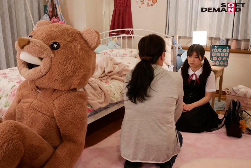 【美天棋牌】露露茶(るるちゃ) 作品SDMU-942:制服美少女惨遭玩偶装变态大叔潜入房间调教。