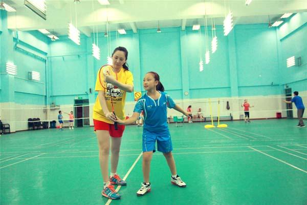【美天棋牌】姜佳南:青少年羽毛球教学引领运动潮流