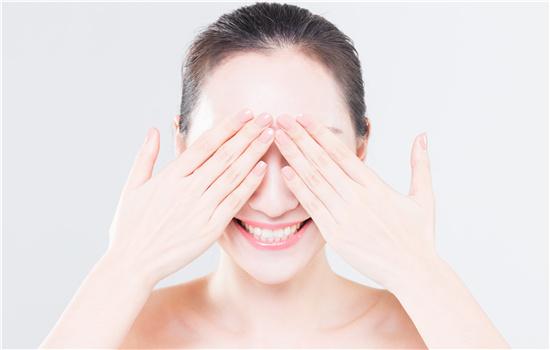 【美天棋牌】美瞳对眼睛有伤害吗 危害有哪些